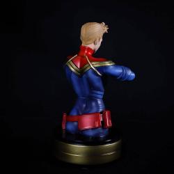 Busto de Captain Marvel fabricado de poliresina, tamaño aprox. 20 cm. Viene con 2 cabezas en una caja de regalo.