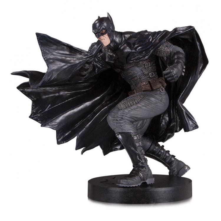 DC Designer Series Statue Black Label Batman by Lee Bermejo 23 cm